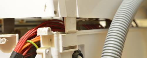 Ako vybrať horný panel na práčke Whirlpool
